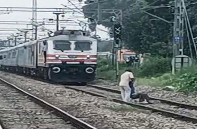 unknown person of divyang going to commit suicide saved his life in this way