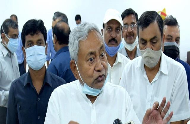nitish shrugs off the statement of party leaders