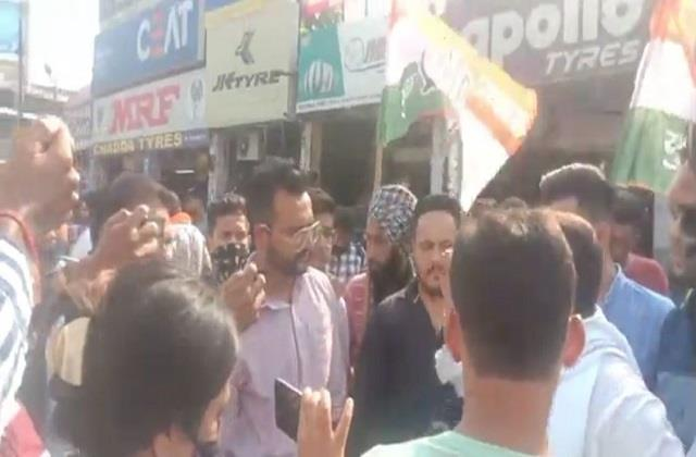 youth congress workers came to surround former minister kalia s house