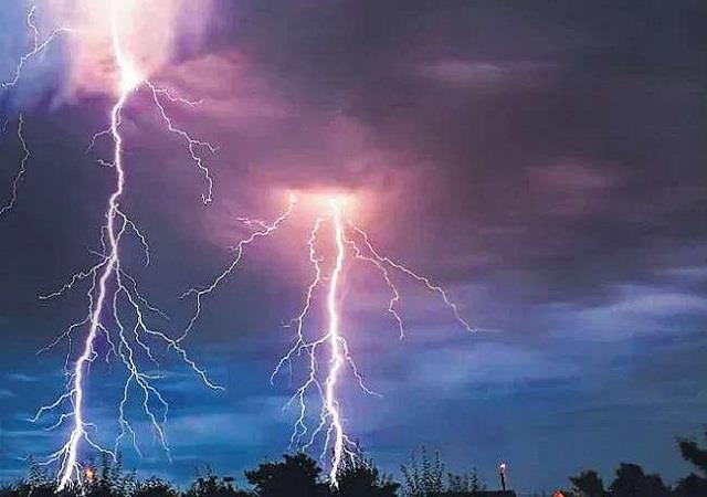 one person died in bokaro due to lightning