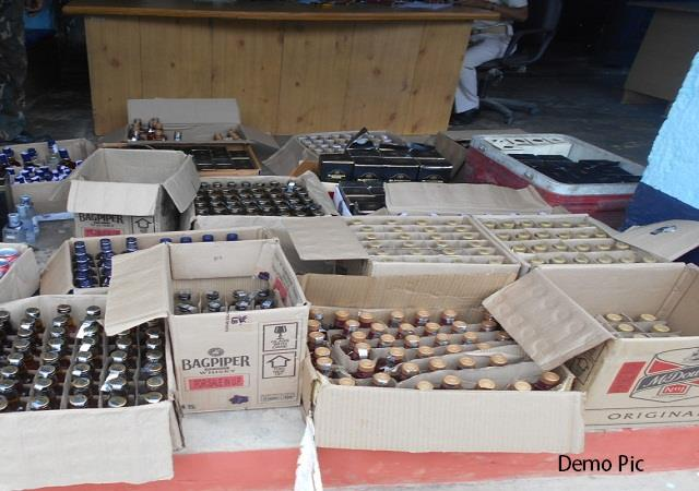 police seized a huge amount of liquor from the vehicle in saran