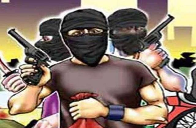 50 thousand looted in broad daylight from youth