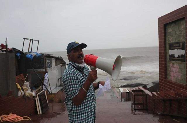 cyclone  gulaab  hits odisha coast winds blowing at a speed of 90 km  h