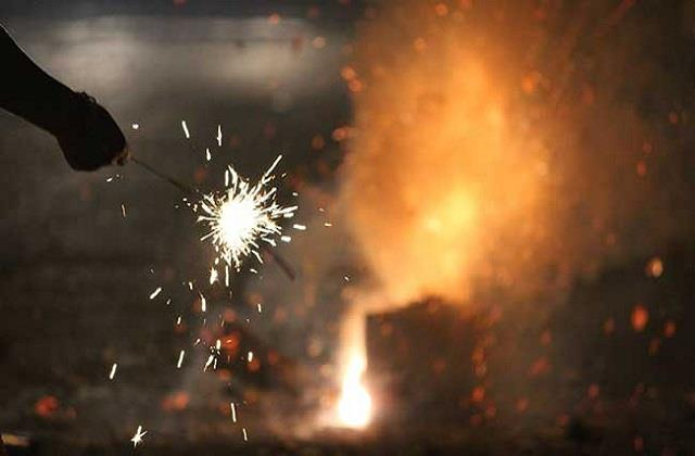 firecrackers will not be able to burst in delhi next year