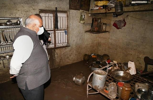 people are suffering due to rain in many districts of gujarat