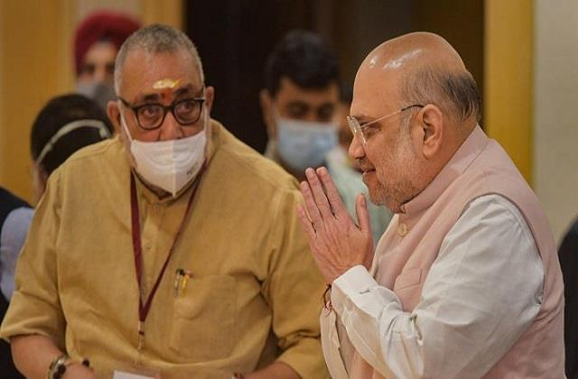 shah urges chief ministers to give priority to eliminating naxal problem