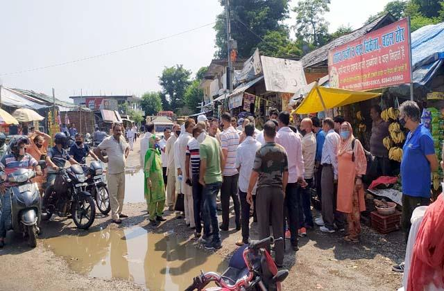 shopkeepers blocked the road in dehra