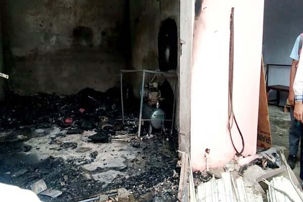PunjabKesari, Fire In Shop Image