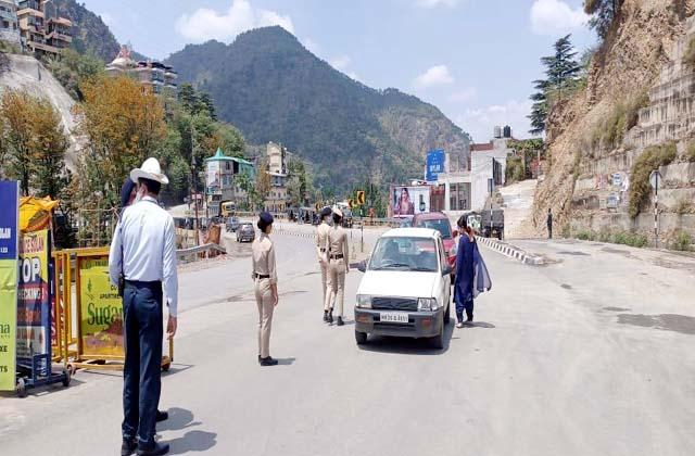 PunjabKesari, Police Barrier Image