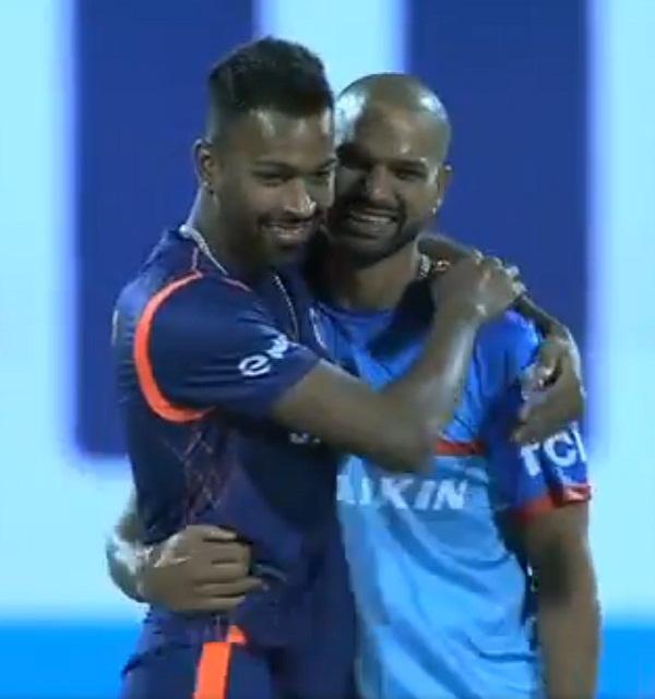 IPL 2019 : Hardik Pandya & Shikhar dhawan Bromance before match