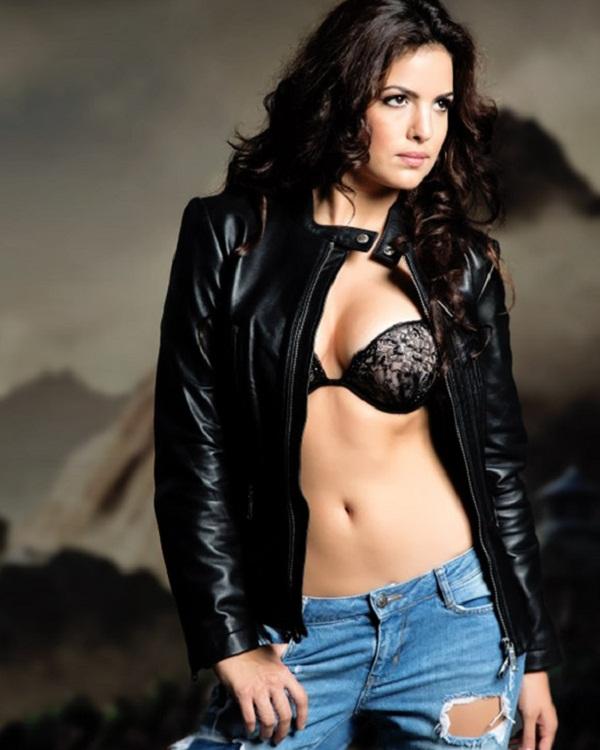Hardik pandya Date DJ wale Babu Fame Actress Natasha
