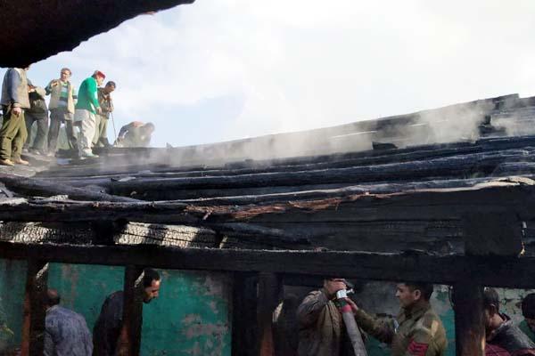 PunjabKesari, Fire In House Image