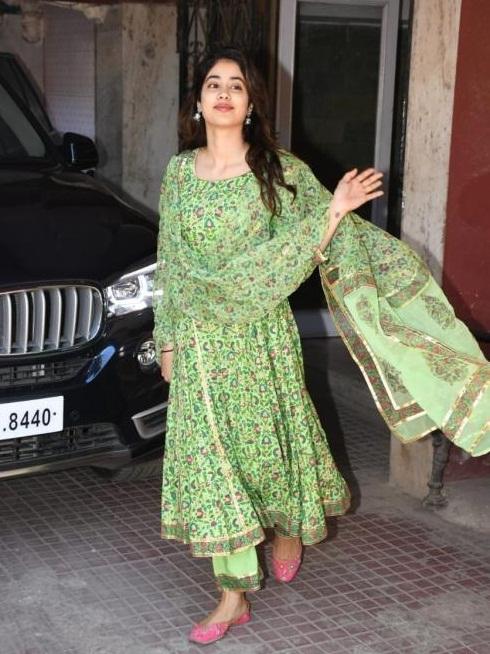 Bollywood Tadka, Janhvi Kapoor Images, Janhvi Kapoor Pictures, Janhvi Kapoor Photos
