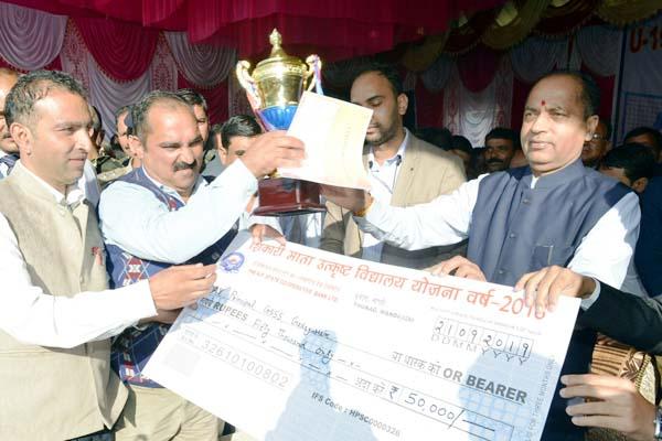 PunjabKesari, Award Distribute Image