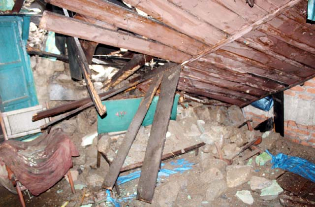 PunjabKesari, Damage House Image