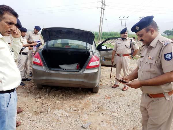 PunjabKesari, Car And Police Image
