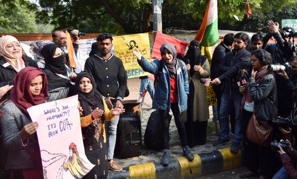 Image result for दिल्ली के खुरेजी में महिलाओं ने CAA के खिलाफ किया प्रदर्शन