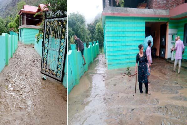 PunjabKesari, Debris In House Image