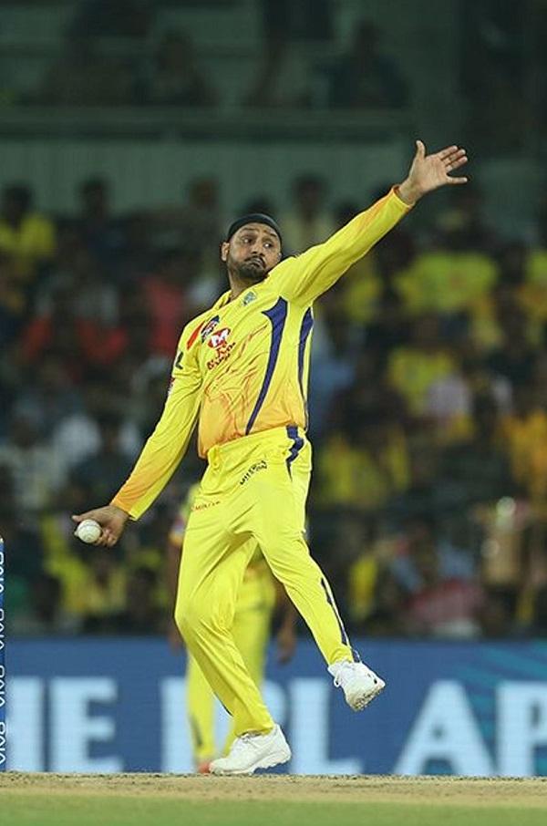 Harbhajan singh make best caught & Bolt record in IPL history