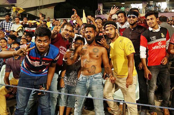 IPL 2019 : Virat Kohli Superfan seen in KKR v RCB Match