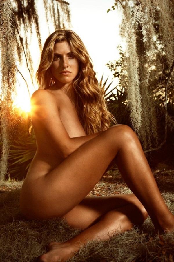 HOT Golfer Belen Mozo is a bikini babe