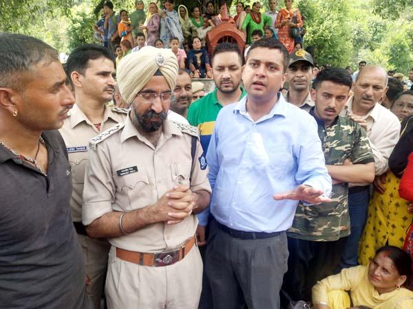 PunjabKesari, DSP And SDM Image