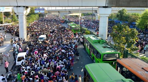 thousands of people gathered to go home amidst the terrible scene