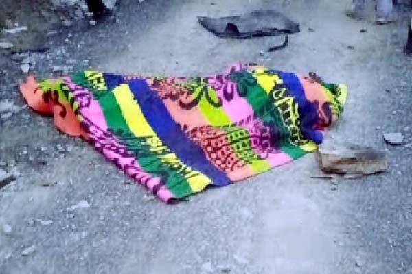 दर्दनाक हादसा : गहरी खाई में गिरी कार, 2 की मौके पर मौत