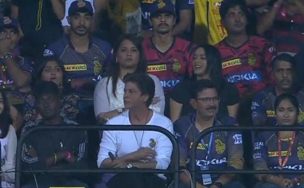 Harbhajan got Bullet Catch on Imran Tahir Bowling, Shahrukh give awkward reaction