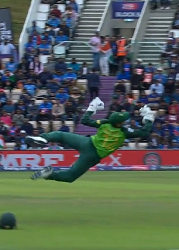 Quantum de kock brilliant catch to out indian skipper
