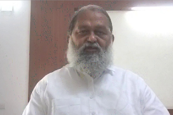 anil vij targeted opposition parties hooda and chautala on tang