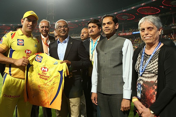 Kohli, Dhoni present team jerseys to visiting Maldives president