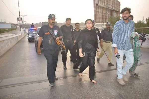 karachi attack the pakistani officer got off to fight