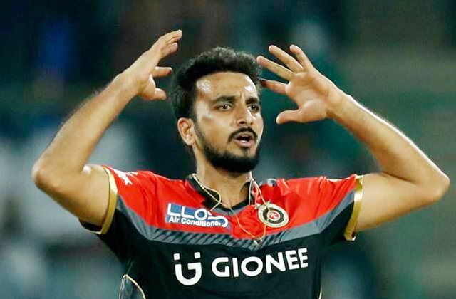 Harshal Patel, Mumbai indians, Mumbai vs Bangalore 1st Match, MI vs RCB, IPL news in hindi, sports news, IPL 2021, रॉयल चैलेंजर्स बेंगलुरु, हर्षल पटेल