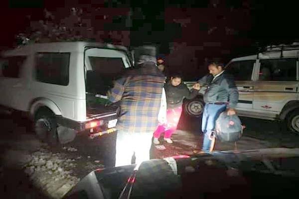 PunjabKesari, Tourist Rescue Image