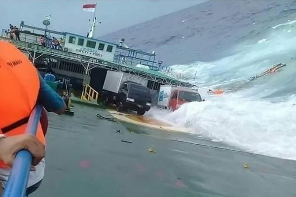 Image result for इंडोनेशिया: नौका दुर्घटना में 16 लोगों की मौत