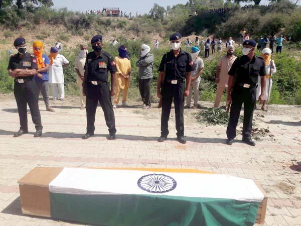 मध्य प्रदेश में हिमाचल के सैनिक की मौत, सैन्य सम्मान के साथ दी अंतिम विदाई