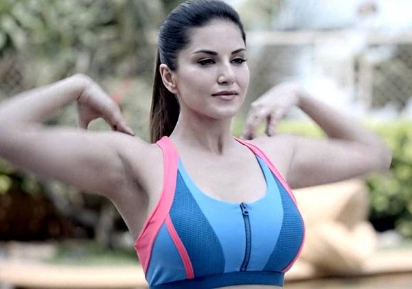 X pornstar Sunny Leone Unveiled as The Brand Ambassador of Delhi Bulls