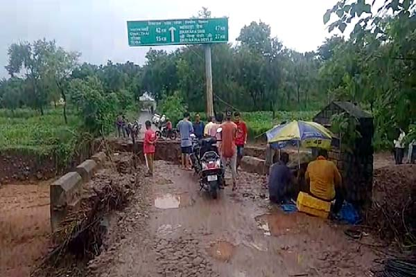 PunjabKesari, Damage Road Image