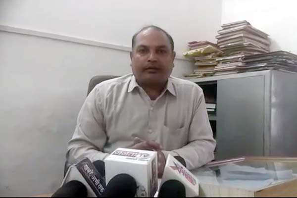 PunjabKesari, PWD Officer Image