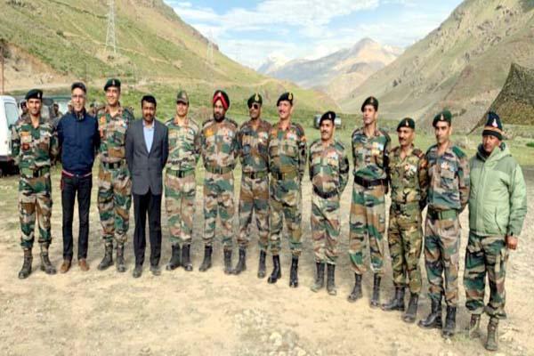 PunjabKesari, Army Officer Image