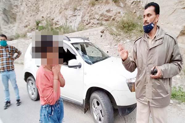 PunjabKesari, Girl and Police Image