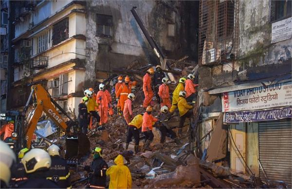 part of the building collapsed in mumbai s cst area some people feared buried