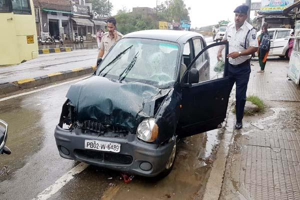 PunjabKesari, Accidential Car Image