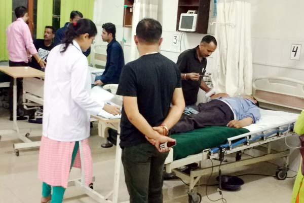 PunjabKesari, Injured In Hospital Image