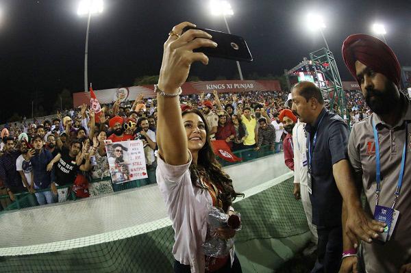 IPL 2019 : Cricket fan purpose Preity Zinta for marrige