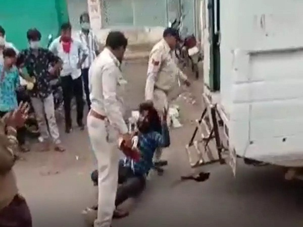 PunjabKesari, barwani, sp nimish agrawal, Palsud incident, suspends two people