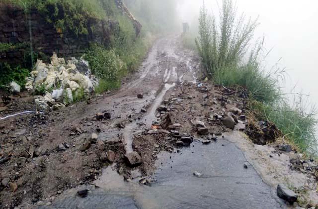 PunjabKesari, Debris on Road Image